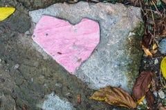 De tegel van de landhuisvloer is gebroken op de verlaten weg als roze hij Stock Foto's