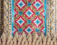 De tegelklomp van het kleurenglas in de traditonal Thaise stijl Royalty-vrije Stock Afbeelding