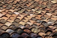De tegels van het terracottadak Stock Foto