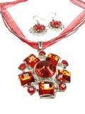 De tegenhanger van juwelen met heldere kristallen en oorringen Stock Foto's