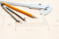 De tekening en de hulpmiddelen van de ingenieur royalty-vrije stock foto's