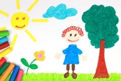 De tekening van het de stijlkleurpotlood van Kiddie van een groene weide stock foto