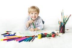 De tekening van het kind met borstel in album royalty-vrije stock fotografie
