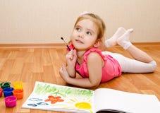 De tekening van het meisje met verf stock afbeelding