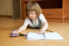 De tekening van het twee éénjarigenmeisje stock foto's
