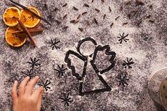 De tekening van de Kerstmisengel in bloem stock afbeelding