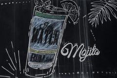 De tekening van de Mojitococktail met krijt op bord royalty-vrije stock afbeelding