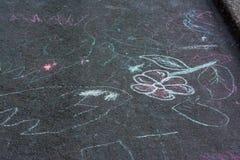 De Tekeningen Asphalt Concrete Outdoors Public Urban P van het kinderenkrijt royalty-vrije stock fotografie