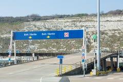 De tekens van de de havenuitgang van Dover Stock Fotografie