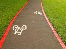De tekens van de fietssteeg op stratengrond in Brazilië Royalty-vrije Stock Foto's