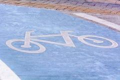 De tekens van het wegsymbool of de tekens van het verkeerssymbool op de weg Royalty-vrije Stock Afbeeldingen