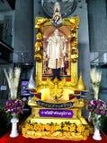 De tekens vieren de verjaardag van KoningsBhumibol 's Stock Foto's