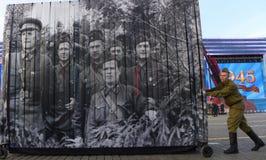 De tekens zeventigste verjaardag van Rusland van anti-fascistische overwinning met grote parade Royalty-vrije Stock Foto's