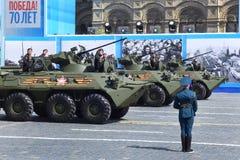 De tekens zeventigste verjaardag van Rusland van anti-fascistische overwinning met grote parade Stock Fotografie