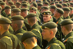 De tekens zeventigste verjaardag van Rusland van anti-fascistische overwinning met grote parade Stock Afbeelding