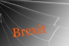 De tekst Brexit op het gebroken glas Het concept een Britse uitgang van de Europese Unie royalty-vrije stock foto's