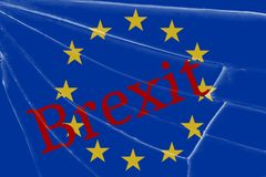 De tekst Brexit op het gebroken glas Het concept een Britse uitgang van de Europese Unie royalty-vrije stock foto