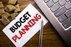 De tekst die van de handschriftaankondiging Begroting Planning tonen Bedrijfsconcept voor het Financiële In de begroting opnemen  Royalty-vrije Stock Foto's