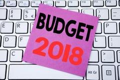 De tekst die van de handschriftaankondiging Begroting 2018 tonen Bedrijfsconcept voor Huishouden die boekhouding planning geschre Stock Afbeeldingen