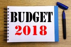 De tekst die van de handschriftaankondiging Begroting 2018 tonen Bedrijfsconcept voor Huishouden die boekhouding planning geschre Stock Foto