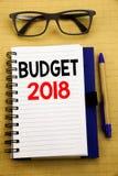 De tekst die van de handschriftaankondiging Begroting 2018 tonen Bedrijfsconcept voor Huishouden die boekhouding planning Geschre Royalty-vrije Stock Afbeelding