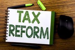 De tekst die van de handschriftaankondiging Belastingshervorming tonen Bedrijfsdieconcept voor Overheidsverandering in Belastinge stock afbeelding