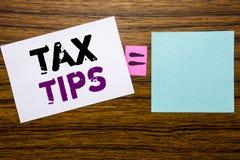 De tekst die van de handschriftaankondiging Belastingsuiteinden tonen Bedrijfsdieconcept voor de Belastingen van Uiteindeforn op  royalty-vrije stock fotografie