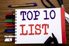 De tekst die van de handschriftaankondiging top 10 Tien Lijst Bedrijfsconcept voor Succes tien tonen maakt van Geschreven op noti Stock Fotografie