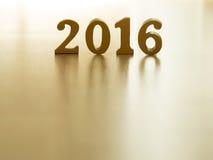 De tekst van goud 2016, maakt van hout Gouden jaar 2016 Nieuwe jaardecoratie, close-up op de tekst van 2016 Gelukkig Nieuwjaar 20 Royalty-vrije Stock Fotografie