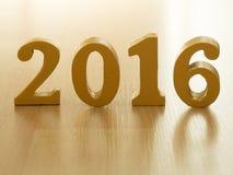 De tekst van goud 2016, maakt van hout Gouden jaar 2016 Nieuwe jaardecoratie, close-up op de tekst van 2016 Gelukkig Nieuwjaar 20 Stock Foto