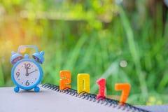 de tekstaantal van 2017 met blauwe klok Royalty-vrije Stock Foto's