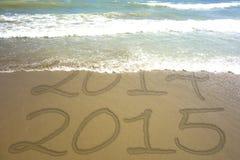 De Tekstzand van de nieuwjaar 2015 Waterlijn Stock Afbeeldingen