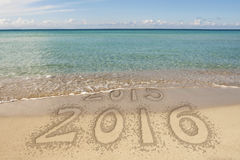 De Tekstzand van de nieuwjaar 2016 Waterlijn Royalty-vrije Stock Afbeeldingen