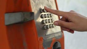 De Telefoonaantal van meisjeswijzerplaten stock video