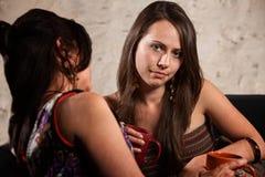 De teleurgestelde Zitting van de Vrouw op Bank Stock Foto's