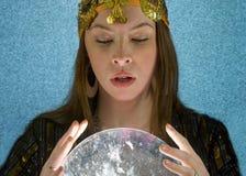 De Teller van het fortuin met Kristallen bol stock foto