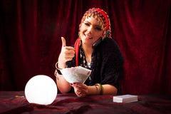 De teller van het fortuin met kristallen bol Stock Foto's