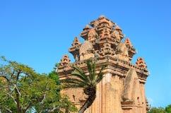 De tempel complexe Po Nagar, de toren van Ponagar Cham Nha Trang vietnam royalty-vrije stock afbeelding