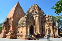 De tempel complexe Po Nagar, de toren van Ponagar Cham Nha Trang vietnam stock foto's