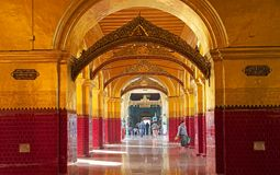 De Tempel Mandalay, Myanmar van Mahamuniboedha Stock Foto