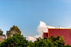 De tempel van Boeddhisme Boeddhistische tempel van Thailand en de hemel is helder Thaise Aard royalty-vrije stock foto's