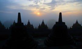 De tempel van Borobudur bij zonsopgang Stock Afbeeldingen