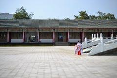 De Tempel van Confucius, Typische Traditionele Chinese Architectuur en Chinese die kledingstukken, in Kaohsiung Taiwan wordt geve stock afbeelding