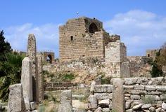 De Tempel van de obelisk en het Kasteel van de Kruisvaarder, Byblos, Libanon royalty-vrije stock afbeelding