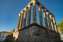 De tempel van Evora is één van de historische plaatsen van citty van E stock fotografie
