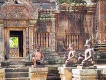 De tempel van het de 10de eeuwzandsteen in Kambodja Stock Fotografie