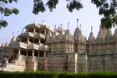 De tempel van Jain in Ranakpur Stock Afbeeldingen