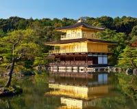De Tempel van Kinkakuji Stock Foto's