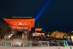 De tempel van Kiyomizudera, licht omhoog in de lente Stock Fotografie