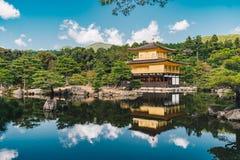 De Tempel van Kyoto Kinkakuji als het Gouden Paviljoen in Kyot ook wordt bekend die Royalty-vrije Stock Afbeeldingen